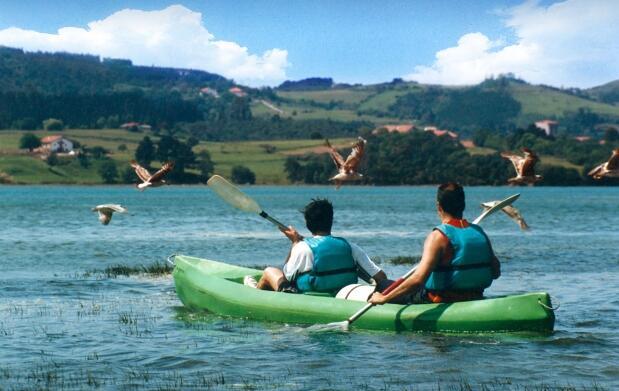 Descenso en canoa en Urdaibai por 17€