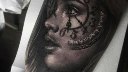 Tatuaje en negro o color