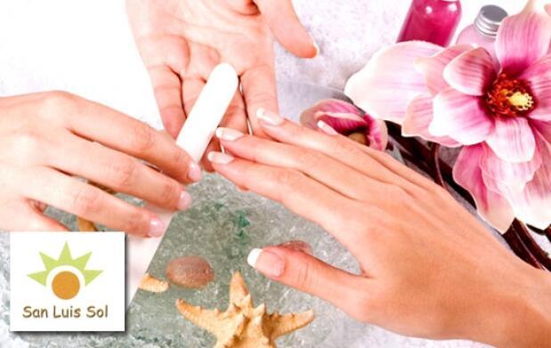 Uñas de porcelana y manicura francesa