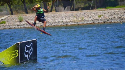 Media hora de Wakeboard, el deporte acuático que arrasa