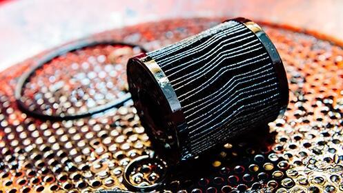 Cambio de aceite + filtro con revisión pre-itv con opción a 4 filtros en Talleres Mecatec
