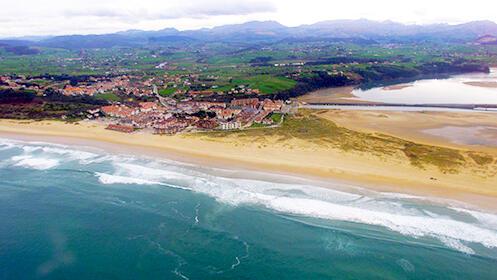 Ruta guiada a pie por la costa desde Galizano hasta Somo, con traslados en autobús y barco