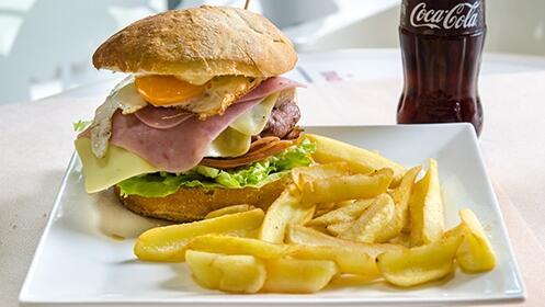 Dos hamburguesas Trendy con patatas y dos Coca-Colas por 7.90€